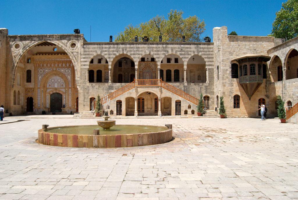 1200px-Courtyard_at_Beiteddine_Palace_-_2009 (1)
